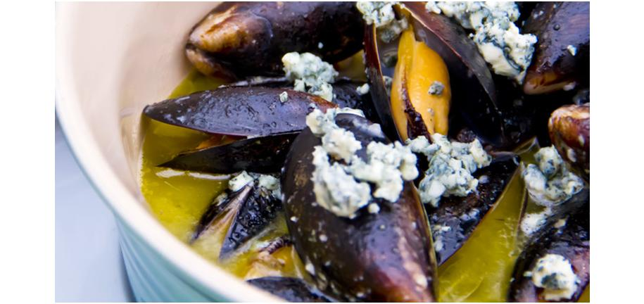 Retro Recipe Revival: Mussels Steamed with Cider & Bacon